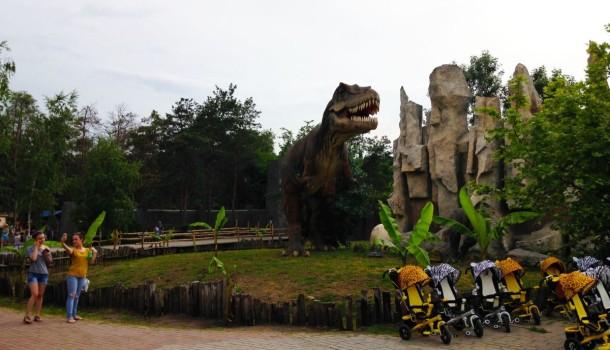 Динозавр в Сафари-парке